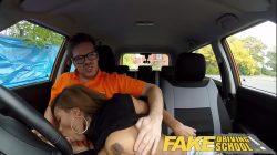 Fake Driving School Ebony Londoner Płaci za lekcje przysługami seksualnymi