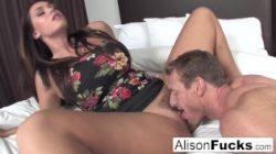 Alison zatrudnia przyjaciela na dobre ruchanie